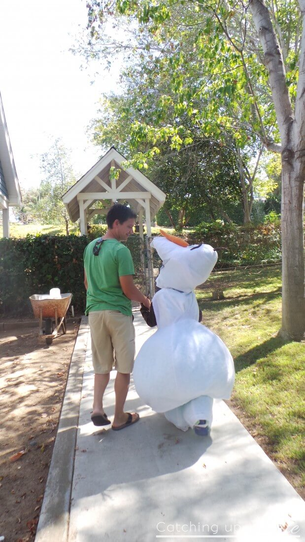 Olaf-costume-with-dad