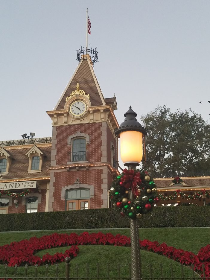 main street holiday picture