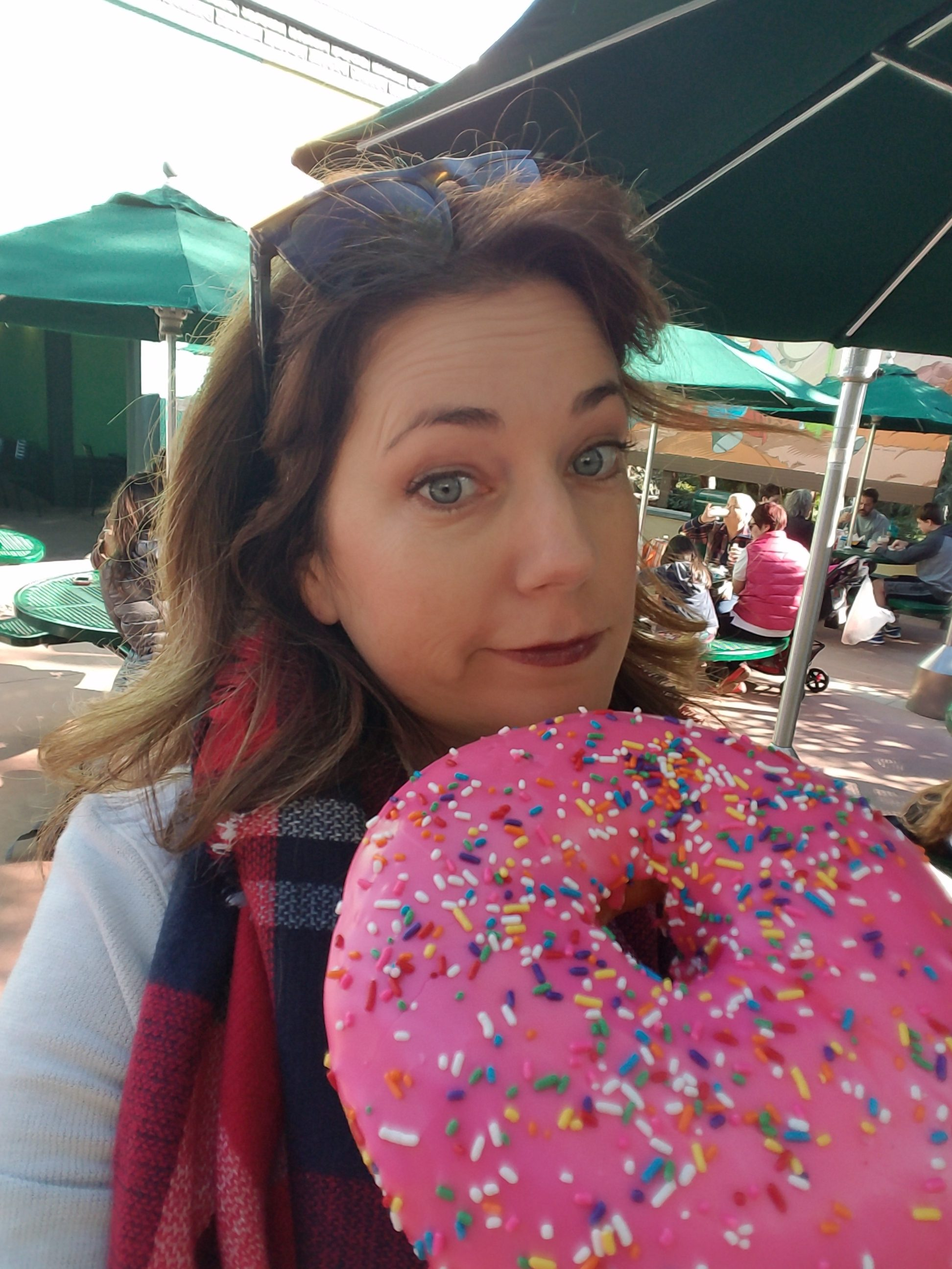 giant sharable donut at universal studios